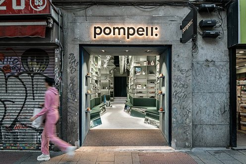el-departamento-pompeii-sneakers-books-madrid-showroom-designboom-01