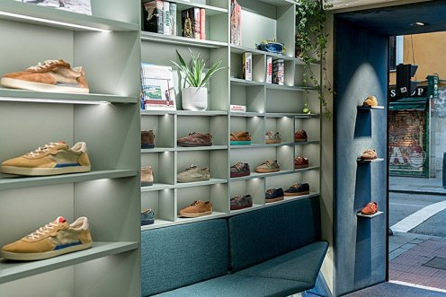 el-departamento-pompeii-sneakers-books-madrid-showroom-designboom-09