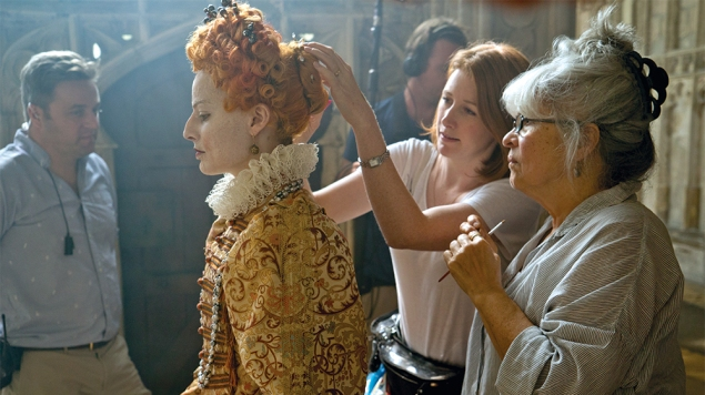 4113_D011_00191_R Actor Margot Robbie (left) and hair and makeup designer Jenny Shircore (right) on the set of MARY QUEEN OF SCOTS, a Focus Features release. Credit: Liam Daniel / Focus Features